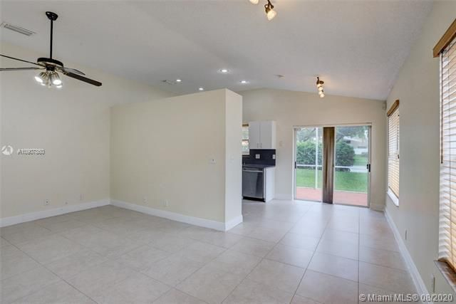 Silver Lakes At Pembroke for Sale - 18391 NW 8th St, Pembroke Pines 33029, photo 6 of 43