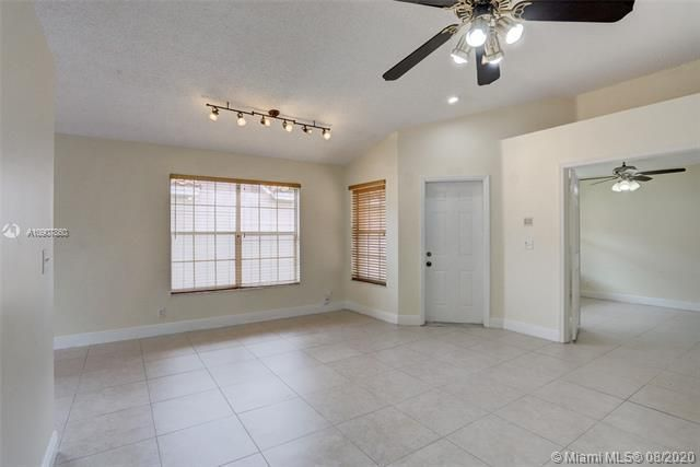 Silver Lakes At Pembroke for Sale - 18391 NW 8th St, Pembroke Pines 33029, photo 7 of 43