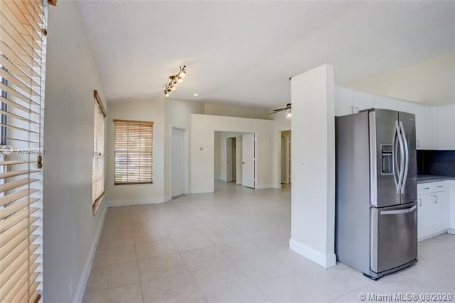 Silver Lakes At Pembroke for Sale - 18391 NW 8th St, Pembroke Pines 33029, photo 8 of 43