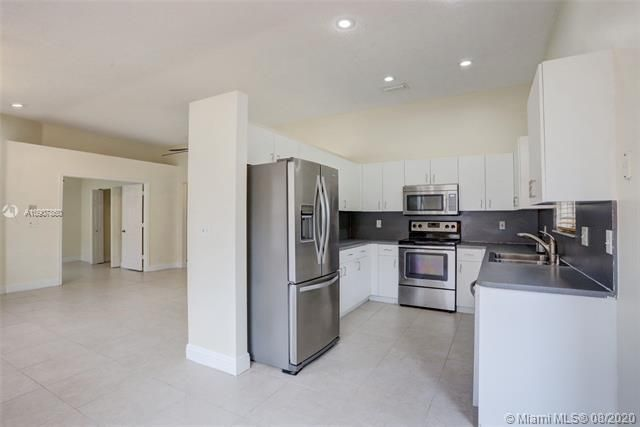 Silver Lakes At Pembroke for Sale - 18391 NW 8th St, Pembroke Pines 33029, photo 9 of 43