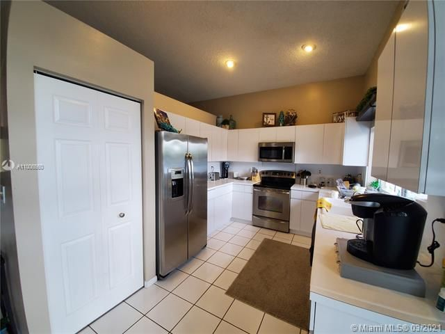 Winston Park Sec 2-a for Sale - 3910 NW 54th Ct, Coconut Creek 33073, photo 13 of 63