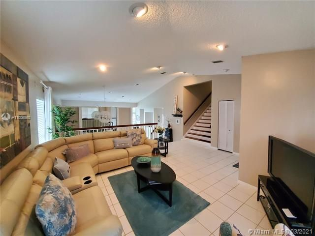 Winston Park Sec 2-a for Sale - 3910 NW 54th Ct, Coconut Creek 33073, photo 8 of 63