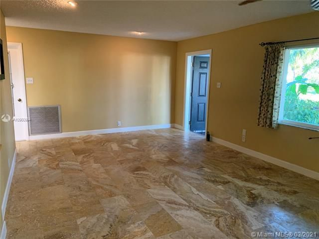 Paradise Gardens Sec 4 for Sale - 1095 NW 73rd Ter, Margate 33063, photo 14 of 59