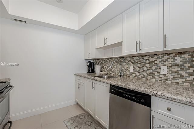 Alexander Towers for Sale - 3505 S Ocean Dr, Unit 707, Hollywood 33019, photo 13 of 39