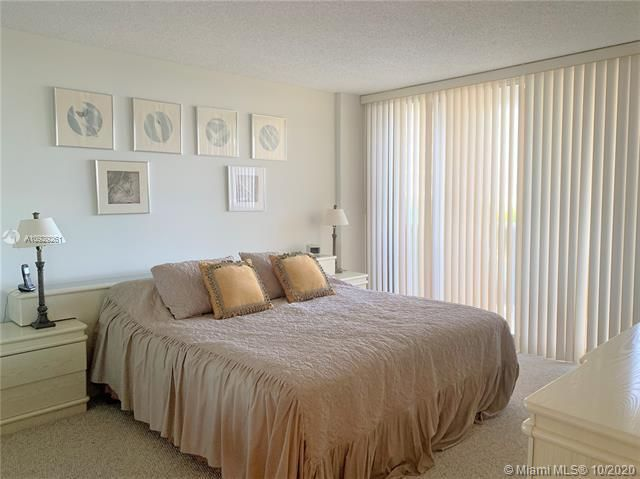 Sands Pointe for Sale - 16711 Collins Ave, Unit 704, Sunny Isles 33160, photo 10 of 25