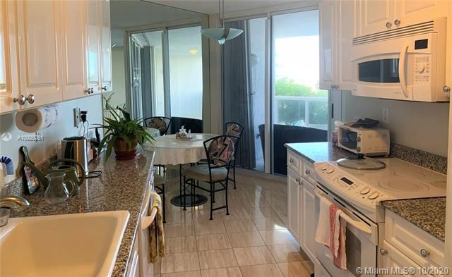 Sands Pointe for Sale - 16711 Collins Ave, Unit 704, Sunny Isles 33160, photo 5 of 25