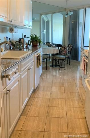 Sands Pointe for Sale - 16711 Collins Ave, Unit 704, Sunny Isles 33160, photo 8 of 25