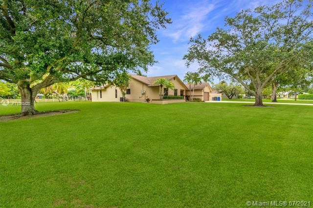 Ivanhoe Estates for Sale - 14931 Foxheath Dr, Southwest Ranches 33331, photo 7 of 53