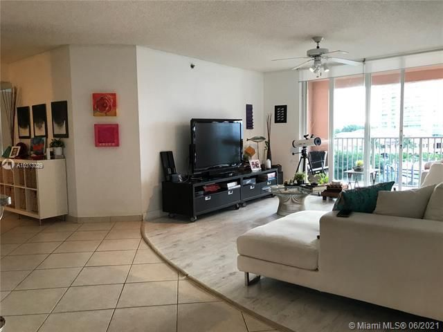 Yacht Club At Aventura for Sale - 19999 E Country Club Dr, Unit 1508, Aventura 33180, photo 3 of 14
