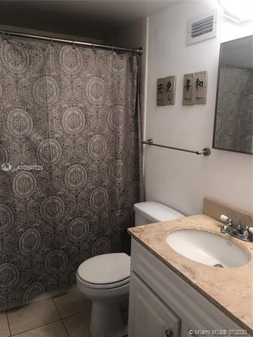 Sea Air Towers for Sale - 3725 S Ocean Dr, Unit 1025, Hollywood 33019, photo 19 of 61
