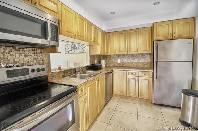 Alexander Towers for Sale - 3505 S Ocean Dr, Unit 908, Hollywood 33019, photo 5 of 19