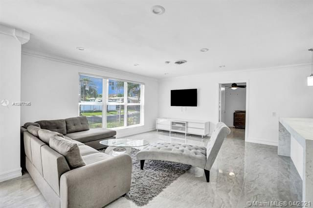 Ocean View Golf Add for Sale - 325 SE 4th Ave, Dania 33004, photo 10 of 19