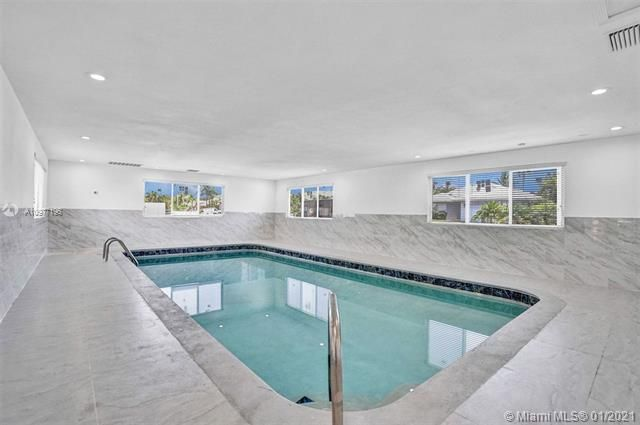 Ocean View Golf Add for Sale - 325 SE 4th Ave, Dania 33004, photo 3 of 19