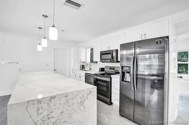 Ocean View Golf Add for Sale - 325 SE 4th Ave, Dania 33004, photo 9 of 19