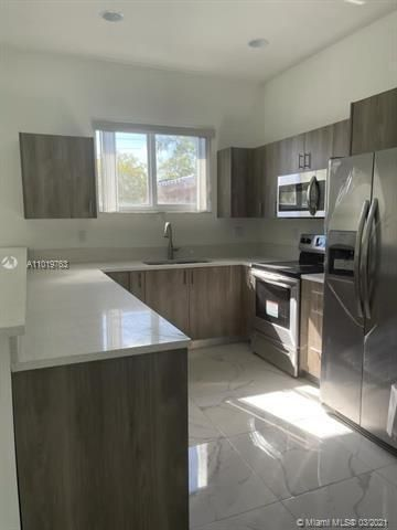 Modelo Park for Sale - 225 SW 3rd Ter, Dania 33004, photo 5 of 17