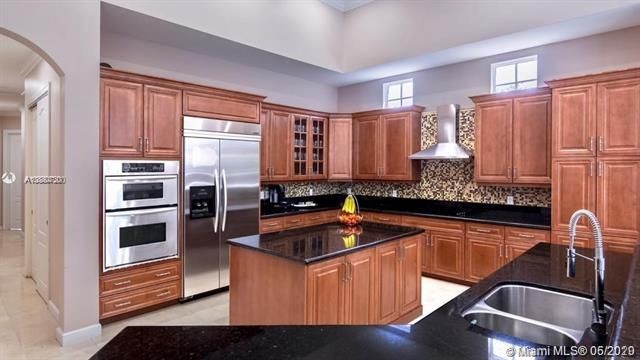 Windmill Reserve for Sale - 19069 Park Ridge St, Weston 33332, photo 3 of 20