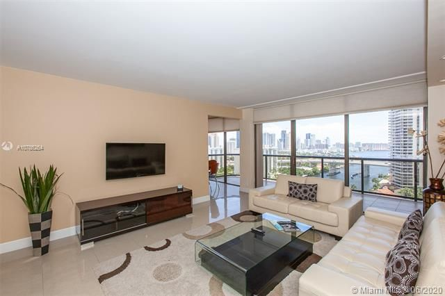 Turnberry Isle for Sale - 19667 Turnberry Way, Unit 19L, Aventura 33180, photo 5 of 44