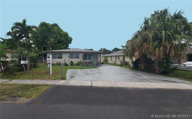 George M Phippens Sub for Sale - 34 SW 7th Ave, Dania 33004, photo 1 of 26