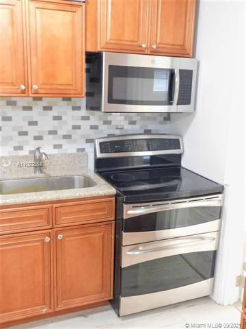 George M Phippens Sub for Sale - 34 SW 7th Ave, Dania 33004, photo 7 of 26