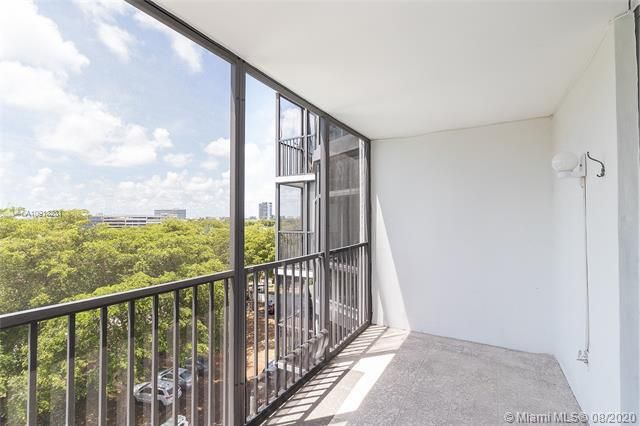Bonavida for Sale - 20100 W Country Club Dr, Unit 608, Aventura 33180, photo 10 of 26