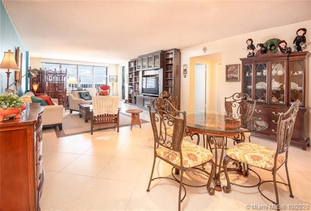 Sea Air Towers for Sale - 3725 S Ocean Dr, Unit 1127, Hollywood 33019, photo 12 of 35