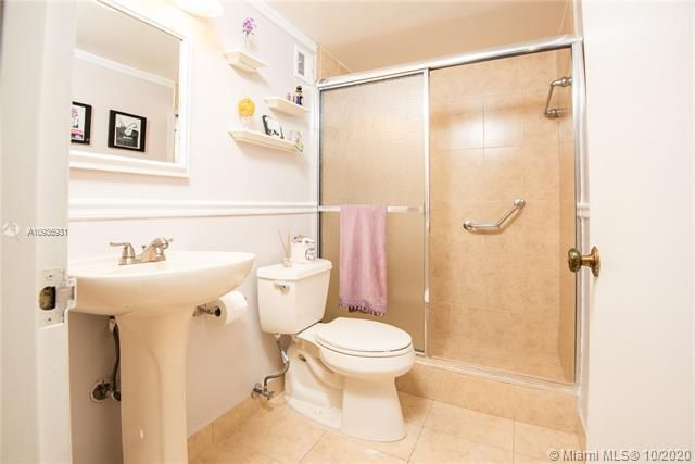 Sea Air Towers for Sale - 3725 S Ocean Dr, Unit 1127, Hollywood 33019, photo 18 of 35