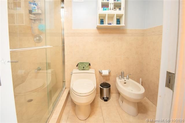 Sea Air Towers for Sale - 3725 S Ocean Dr, Unit 1127, Hollywood 33019, photo 20 of 35