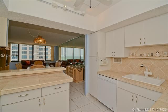 Alexander Towers for Sale - 3505 S Ocean Dr, Unit 1416, Hollywood 33019, photo 3 of 12