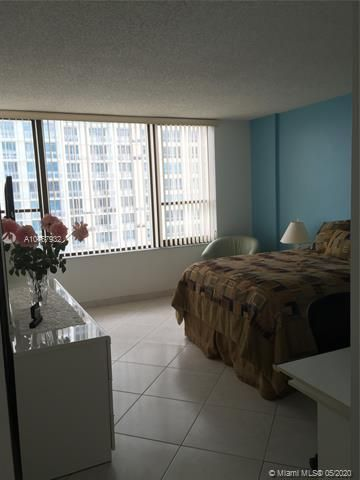 Alexander Towers for Sale - 3505 S Ocean Dr, Unit 917, Hollywood 33019, photo 5 of 12