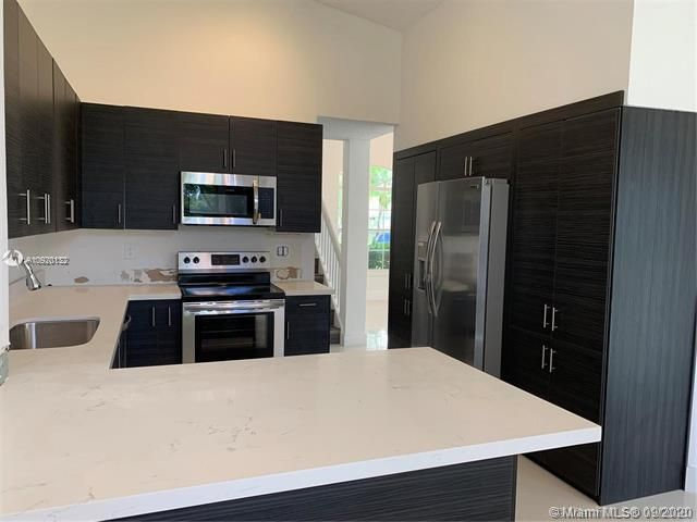 Silver Lakes At Pembroke for Sale - 17570 NW 10th St, Pembroke Pines 33029, photo 10 of 30