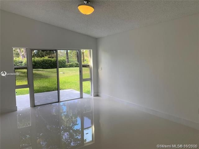 Silver Lakes At Pembroke for Sale - 17570 NW 10th St, Pembroke Pines 33029, photo 17 of 30