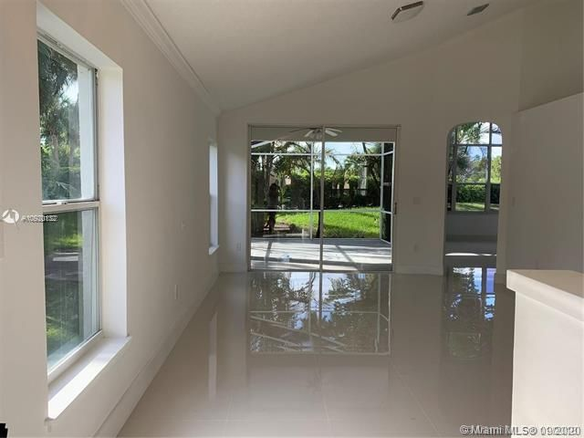 Silver Lakes At Pembroke for Sale - 17570 NW 10th St, Pembroke Pines 33029, photo 4 of 30
