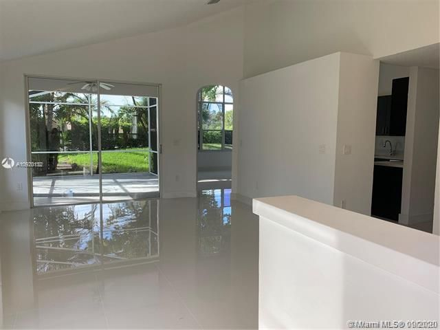 Silver Lakes At Pembroke for Sale - 17570 NW 10th St, Pembroke Pines 33029, photo 5 of 30