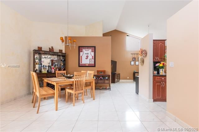 Silver Lakes At Pembroke for Sale - 1593 NW 182nd Way, Pembroke Pines 33029, photo 11 of 51
