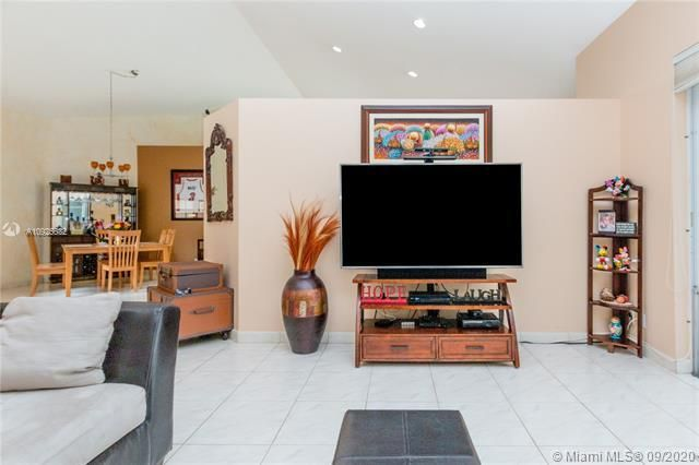 Silver Lakes At Pembroke for Sale - 1593 NW 182nd Way, Pembroke Pines 33029, photo 12 of 51