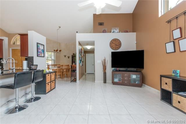 Silver Lakes At Pembroke for Sale - 1593 NW 182nd Way, Pembroke Pines 33029, photo 17 of 51