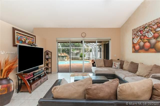 Silver Lakes At Pembroke for Sale - 1593 NW 182nd Way, Pembroke Pines 33029, photo 3 of 51