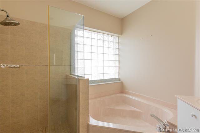 Silver Lakes At Pembroke for Sale - 1593 NW 182nd Way, Pembroke Pines 33029, photo 30 of 51