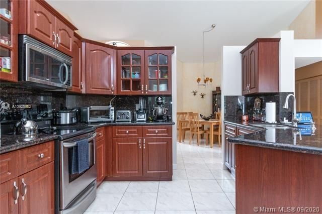 Silver Lakes At Pembroke for Sale - 1593 NW 182nd Way, Pembroke Pines 33029, photo 4 of 51