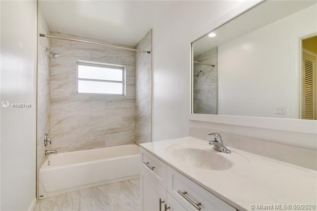 Paradise Gardens Sec 4 for Sale - 7250 NW 9th St, Margate 33063, photo 10 of 16