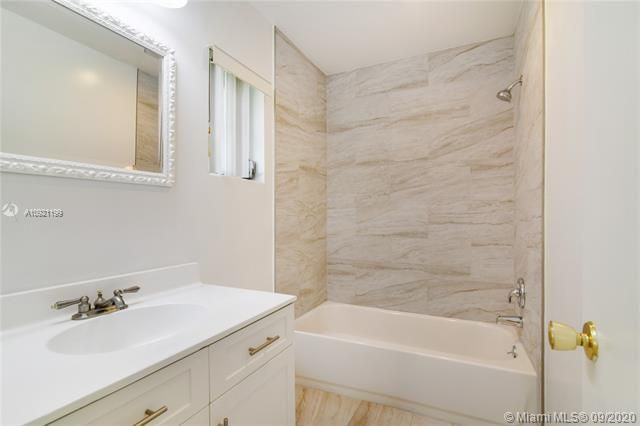 Paradise Gardens Sec 4 for Sale - 7250 NW 9th St, Margate 33063, photo 12 of 16