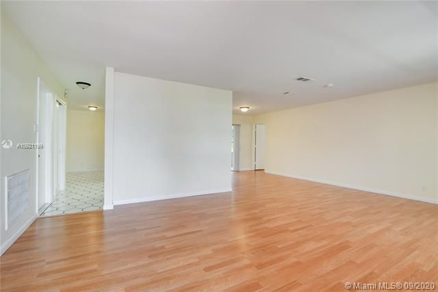 Paradise Gardens Sec 4 for Sale - 7250 NW 9th St, Margate 33063, photo 4 of 16