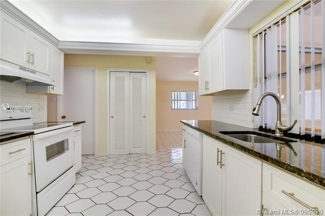 Paradise Gardens Sec 4 for Sale - 7250 NW 9th St, Margate 33063, photo 5 of 16