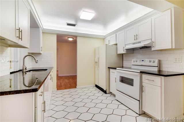 Paradise Gardens Sec 4 for Sale - 7250 NW 9th St, Margate 33063, photo 6 of 16