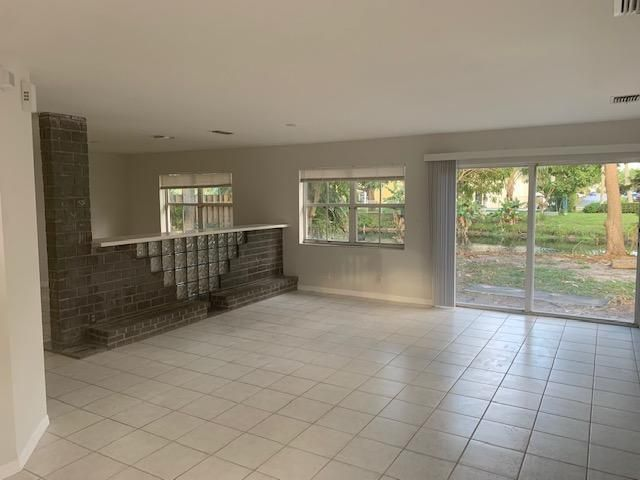 Coral Bay for Sale - 3010 Sunset Lane, Margate 33063, photo 4 of 33