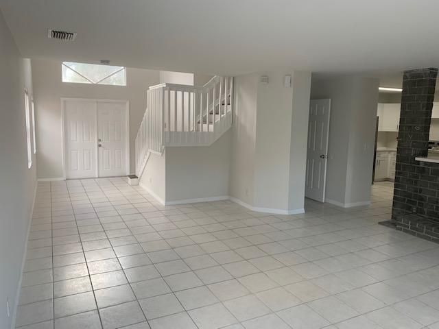 Coral Bay for Sale - 3010 Sunset Lane, Margate 33063, photo 5 of 33