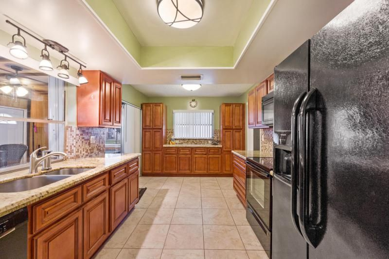 Paradise Gardens for Sale - 1095 NW 66th Terrace, Margate 33063, photo 10 of 17