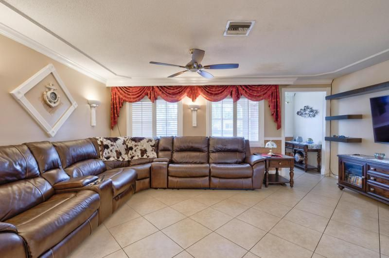 Oriole-margate Sec 2 for Sale - 6624 NW 3rd Street, Margate 33063, photo 19 of 47