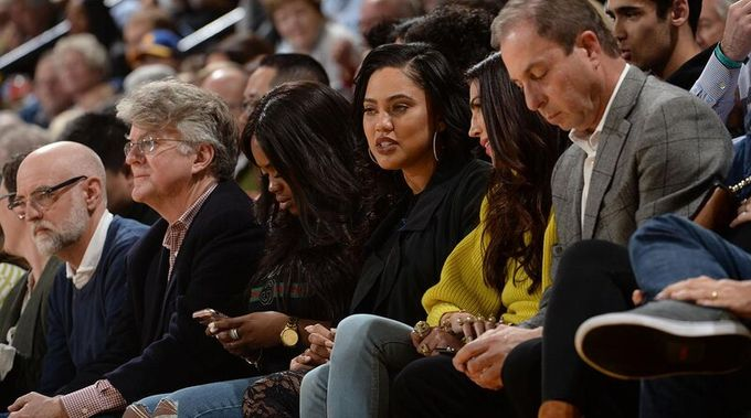 Curry妻子懷著八個月身孕與火箭球迷爆衝突