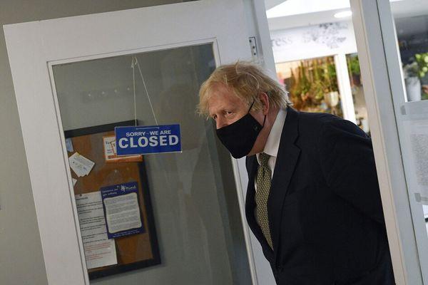 Boris Johnson dice che non è stato il vaccino ma il lockdown a ridurre morti e contagi